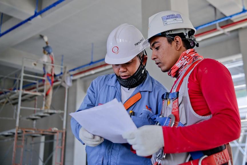 construction-helmet-industry-1216589_web